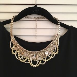 Jewelry - Beautiful, Sparkly Necklace